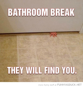 funny-bathroom-break-kid-baby-hand-door-find-you-pics (1)